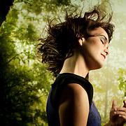 """Camila Moreno (n. 8 de julio de 1985 en Santiago)1 es una cantautora chilena. Adquirió inmediata notoriedad dentro de la escena musical chilena luego del lanzamiento de su álbum debut Almismotiempo, llegando incluso a ser nominada a los Grammy Latinos 2009 en la categoría Mejor Canción Alternativa por el primer sencillo """"Millones"""". Se destaca especialmente por su voz intensa y su sonido marcadamente Folk, gracias a lo cual, ha llegado a ser comparada con la folclorista más importante de Chile, Violeta Parra. Su último disco, titulado Opmeitomsimla, considerado por la propia artista como un """"Lado B"""" de su primer disco (de ahí que tiene el mismo título, pero invertido) tiene la particularidad de aparecer acompañada de una banda llamada """"Los Disfruto"""". En él se incluyen temas que no fueron incluidos en su álbum debut, además de nuevas versiones de """"Cae y calla"""" y """"Siempre que hago algo"""". Santiago de Chile, 24-04-2012.(©Alvaro de la Fuente/TRIPLE)"""
