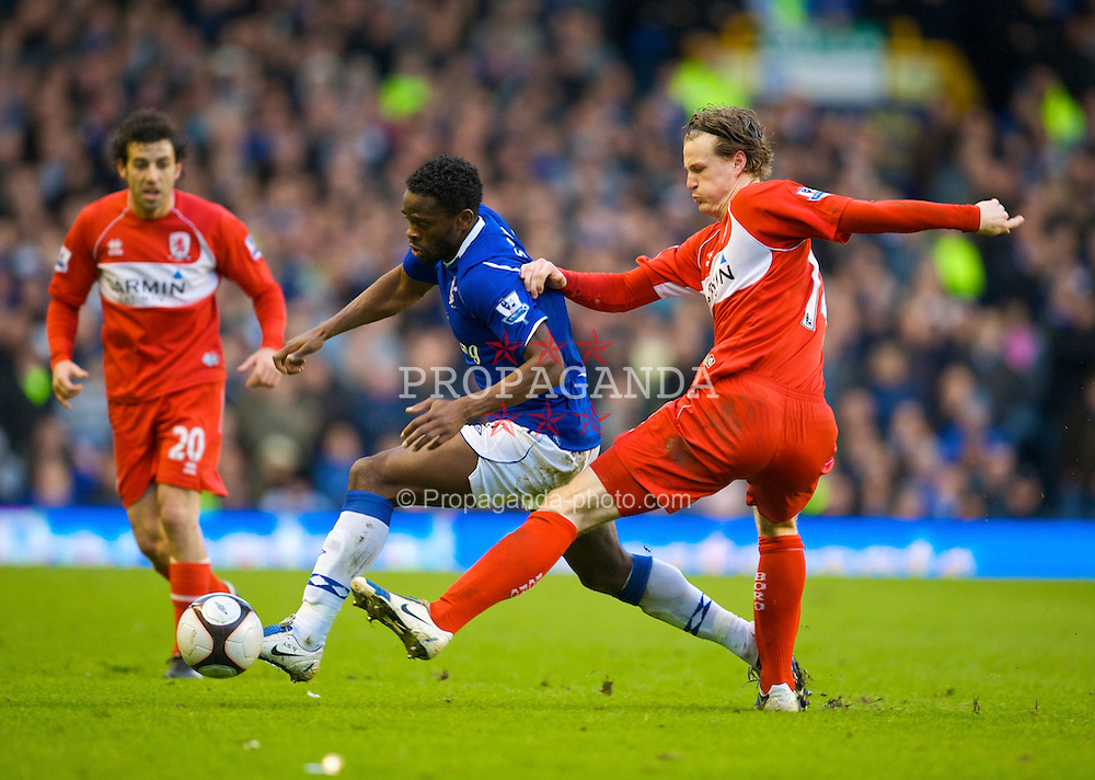 LIVERPOOL, ENGLAND - Sunday, March 8, 2009: Everton's Louis Saha and Middlesbrough's Robert Huth during the FA Cup Quarter-Final match at Goodison Park. (Photo by David Rawcliffe/Propaganda)