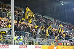 31.10.2010, Bruchwegstadion, Mainz, GER, 1. FBL, FSV Mainz 05 vs BVB Borussia Dortmund, im Bild die Dortmunder Fans feiern den Sieg ihrer Mannschaft, EXPA Pictures © 2010, PhotoCredit: EXPA/ nph/  Roth+++++ ATTENTION - OUT OF GER +++++