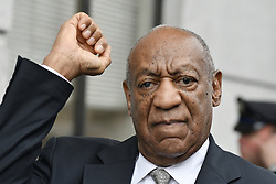 June 17, 2017 - Norristown, Pennsyvlania, U.S. - BILL COSBY raises his fist as he reacts after judge declares a mistrial in the indecent assault trail of entertainer at Montgomery County Courthouse, in Norristown. (Credit Image: © Bastiaan Slabbers/NurPhoto via ZUMA Press)
