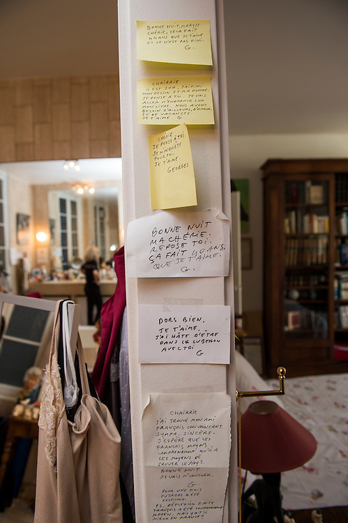 March 6, 2015, Paris, France. Post-it notes decorate the Paris' apartment where Georges and Maryse Wolinski lived. French Cartoonist Georges Wolinski (1934 –2015) wrote daily post-it notes to his wife Maryse Wolinski (1943, Algiers). Two month after the death of Georges Wolinski, the apartment is full of souvenirs and notes, attesting a half-century-long love affair. The cartoonist Georges Wolinski was 80 years old when he was murdered by the French jihadists Chérif en Saïd Kouachi, he was one of the 12 victims of the massacre in the Charlie Hebdo offices on January 7, 2015 in Paris. Charlie Hebdo published caricatures of Mohammed, considered blasphemous by some Muslims. During his life, Georges Wolinski defended freedom, secularism and humour and was one of the major political cartoonists in France. The couple was married and had lived for 47 years together. Photo: Steven Wassenaar.