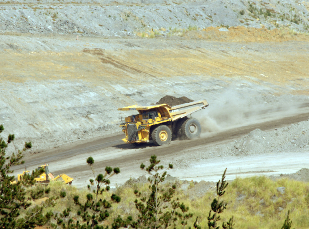 Rotowaro open cast coal mine, Solid Energy, Huntly, Waikato, New Zealand, Monday, January 08, 2007. Credit:SNPA / Ross Setford