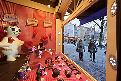 Passers by are treated to a St. Valentines holiday display in the window of  the Chocolate Line shop in Bruges, Belgium (Simon Stevinplein 19 ; 32-50-34-10-90 ; thechocolateline.be ). (Photo © Jock Fistick)