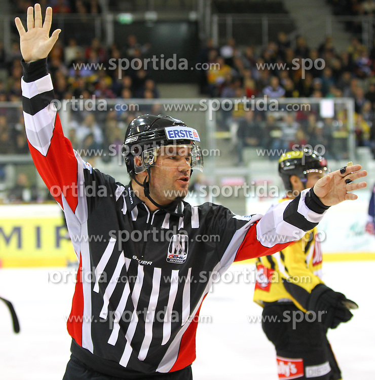 23.10.2011, Albert Schultz Halle, Wien, AUT, EBEL, UPC Vienna Capitals vs EC Red Bull Salzburg, im Bild Referee ,  EXPA Pictures © 2011, PhotoCredit: EXPA/ S. Woldron