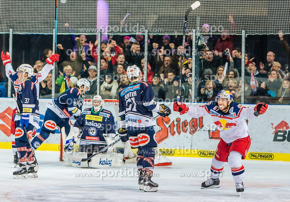 13.03.2016, Eisarena, Salzburg, AUT, EBEL, EC Red Bull Salzburg vs EC VSV, Halbfinale, 1. Spiel, im Bild Torjubel Red Bull Salzburg nach dem 2:1 Siegtreffer in der Overtime durch Mathias Trattnig (EC Red Bull Salzburg) // Goal Celebration Red Bull Salzburg after the 2: 1 winning goal in the overtime by Mathias Trattnig (EC Red Bull Salzburg) during the Erste Bank Icehockey League 1st semifinal match between EC Red Bull Salzburg and EC VSV at the Eisarena in Salzburg, Austria on 2016/03/13. EXPA Pictures © 2016, PhotoCredit: EXPA/ JFK
