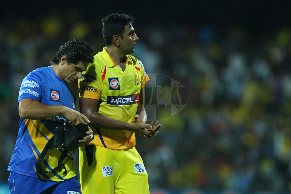 Ravichandran Ashwin of the Chennai Superkings leaves the field after injuring his finger during match 28 of the Pepsi IPL 2015 (Indian Premier League) between The Chennai Superkings and The Kolkata Knight Riders held at the M. A. Chidambaram Stadium, Chennai Stadium in Chennai, India on the 28th April 2015.<br /> <br /> Photo by:  Ron Gaunt / SPORTZPICS / IPL