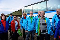 05-07-2014 NED: Iceland Diabetes Challenge dag 1, Landmannalaugar <br /> Vandaag ging de challenge van start. Met een bus gingen we van Vogar naar Landmannalaugar en zagen we de eerste tekenen van het prachtige landschap van IJsland / Femke, Annet, Tjebbe, Sandra, Bas H., Abderrahman