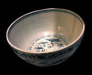 Large bowl with birds. 15th century porcelain With Blue and white decoration. Vietnam