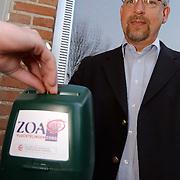 Dhr. kamsteeg, ZOA collectant Weegbree 19 Huizen