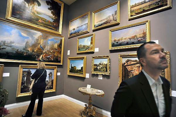 Nederland, Maastricht, 16-3-2012European Art Fair in het MECC. Dit is de grootste kunstbeurs in Europa en ter wereld. 25e editie. Een stand van een galerie die veel italiaanse schilderkunst, meesters, in haar collectie heeft. Ook Hollandse schilders uit de gouden eeuw.Foto: Flip Franssen/Hollandse Hoogte