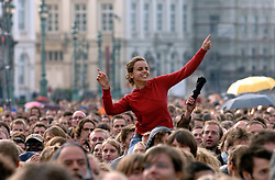 BRUSSELS, BELGIUM - OCT-1-2006 - A large crowd enjoys the 0110 Tolerance Music Festival in front of the Royal Palace in Brussels. A week before nationwide elections where immigration is a central theme, musicians united for a series of concerts across the nation promoting tolerance. (REPORTRES © JOCK FISTICK)&#xA;<br />
