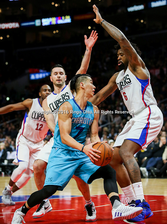 Charlotte Hornets Jeremy Lin looks to pass the ball against Los Angeles Clippers during the NBA basketball game in Los Angeles, the United States, Jan. 9, 2016. Los Angeles Clippers won 97-83. (Xinhua/Zhao Hanrong)(Photo by Ringo Chiu/PHOTOFORMULA.com)<br /> <br /> Usage Notes: This content is intended for editorial use only. For other uses, additional clearances may be required.