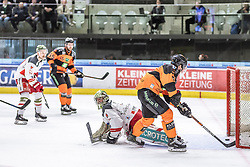 10.03.2019, Merkur Eisstadion, Graz, AUT, EBEL, Moser Medical Graz 99ers vs HCB Suedtirol Alperia, Platzierungsrunde, 54. Runde, im Bild v.l.: Jacob Wesley Smith (HCB Südtirol Alperia), Matt Garbowsky (Moser Medical Graz 99ers) // during the Erste Bank Eishockey League 54th round match between Moser Medical Graz 99ers and HCB Suedtirol Alperia at the Merkur Eisstadion in Graz, Austria on 2019/03/10. EXPA Pictures © 2019, PhotoCredit: EXPA/ Dominik Angerer