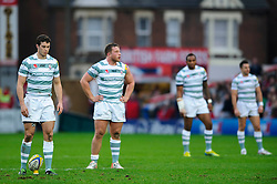 London Irish Inside Centre (#12) Steven Shingler lines up a penalty attempt as his teammates look on during the first half of the match - Photo mandatory by-line: Rogan Thomson/JMP - Tel: Mobile: 07966 386802 05/01/2013 - SPORT - RUGBY - Kingsholm Stadium - Gloucester. Gloucester Rugby v London Irish - Aviva Premiership.