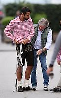 Fussball 1. Bundesliga Saison 2014/2015  31.08.2014 Fototermin FC Bayern Muenchen in Lederhosen: Einweisung bei der Ankleidung der bayrischen Tracht; Mehdi Benatia (li) in Lederhosen