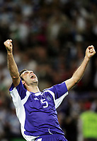 Fotball, 1. juli 2004, Tsjekkia - Hellas, EM semifinale, Euro 2004, Jubel ueber den Sieg der Grieche Traianos Dellas