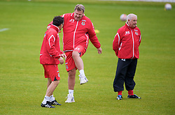 CARDIFF, WALES - Tuesday, October 7, 2008: Wales' manager John Toshack MBE and assistant coach Dean Saunders during training at the Vale of Glamorgan Hotel ahead of the 2010 FIFA World Cup South Africa Qualifying Group 4 match against Liechtenstein. (Photo by David Rawcliffe/Propaganda)