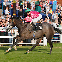 Shena's Dream and Liam Jones winning the 7.00 race