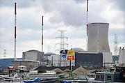 Belgie, Huy, Tihange, 14-3-2013 De kerncentrale van Tihange, bij de waalse stad Huy. The nuclear power plant, near the city of Huy. Twee van de drie reactoren zijn stilgelegd omdat er haarscheurtjes zijn gevonden in het reactorvat. Belgie leunt zwaar op kernenergie.Foto: Flip Franssen/Hollandse Hoogte