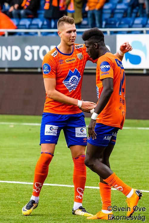 1. divisjon fotball 2018: Aalesund - Levanger (4-0). Aalesunds Holmbert Fridjonsson (t.v.) og Pape Habib Gueye feirer førstnevntes 1-0 scoring i kampen i 1. divisjon i fotball mellom Aalesund og Levanger på Color Line Stadion.