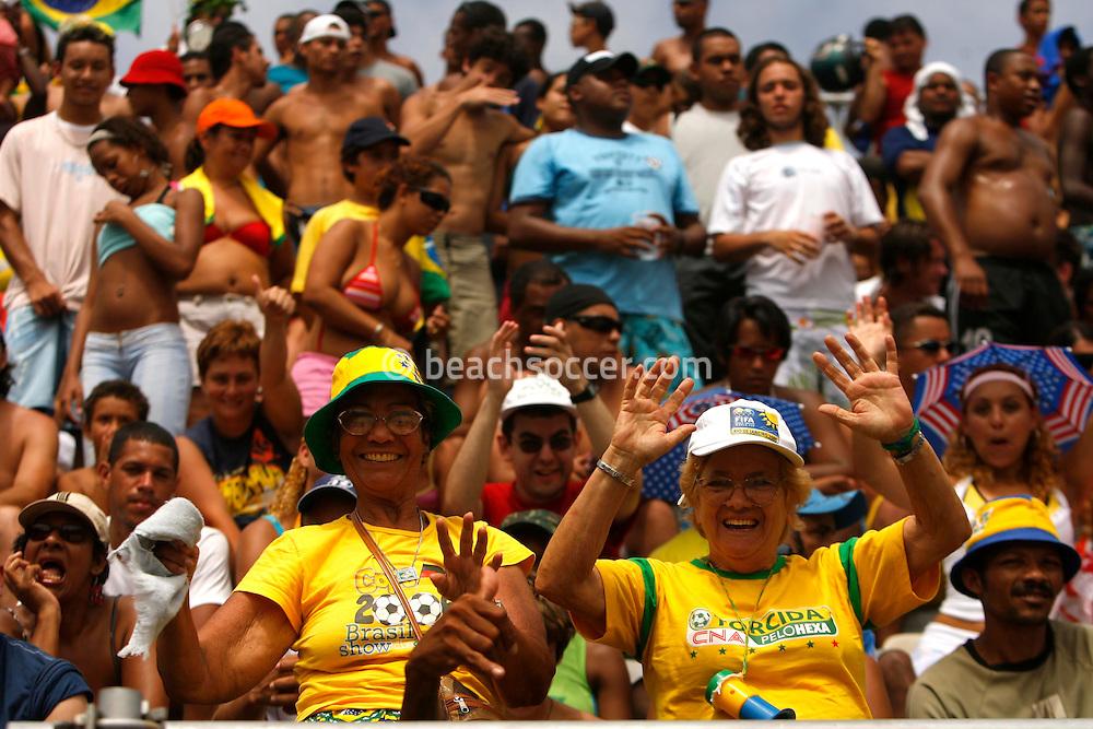 Football-FIFA Beach Soccer World Cup 2006 - Group A- Brazil - Japan, Beachsoccer World Cup 2006. Beach Soccer's fans   - Rio de Janeiro - Brazil 05/11/2006. Mandatory credit: FIFA/ Manuel Queimadelos