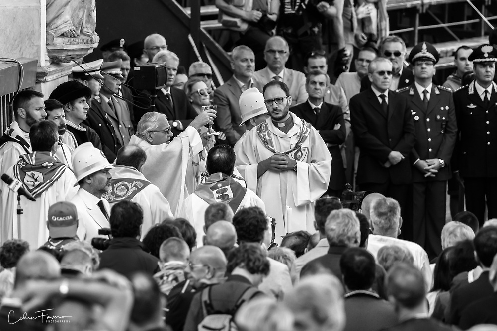 Jockey's mass celebrated by the Archibishop of Siena at the chapel of the Piazza del Campo.