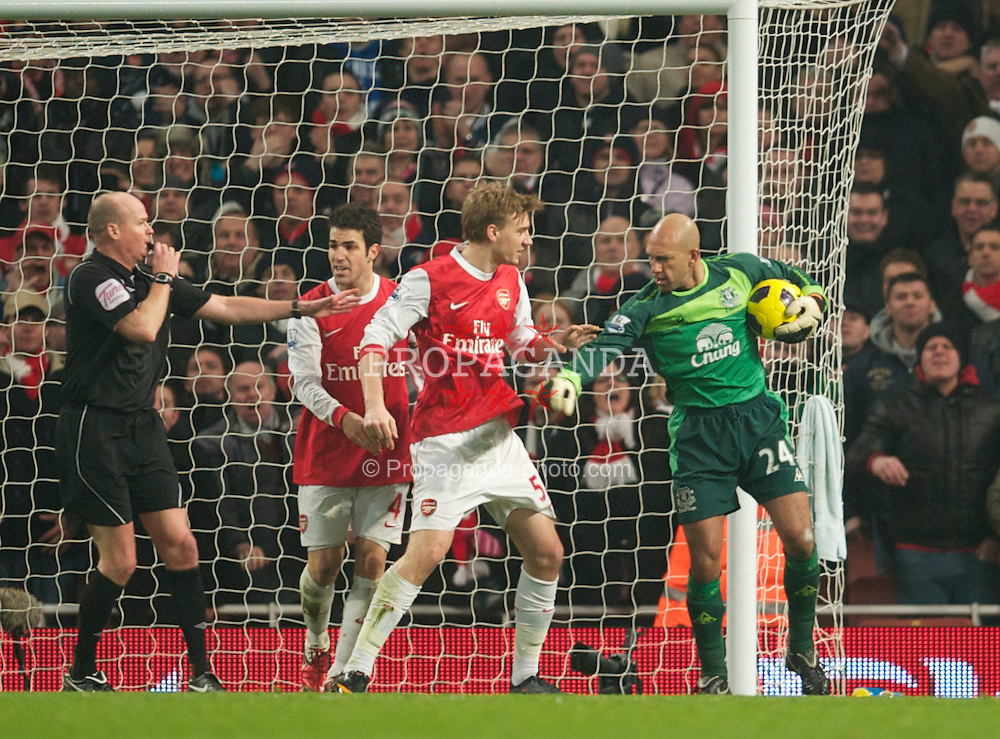 LONDON, ENGLAND - Tuesday, February 1, 2011: Everton's goalkeeper Tim Howard refuses to give the ball back to Arsenal's Nicklas Bendtner after the equalising goal during the Premiership match at the Emirates Stadium. (Photo by David Rawcliffe/Propaganda)
