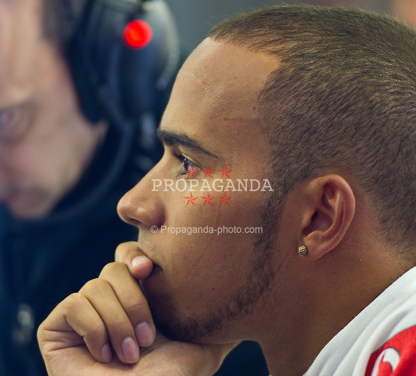 26.08.2011, Circuit de Spa, Francorchamps, BEL, F1, Grosser Preis von Belgien, 2 Freies Training, im Bild Lewis Hamilton (GBR), McLaren-Mercedes in der Box// during practice two at Formula One Championships 2011 Belgian Grand Prix held at the Circuit de Spa, Francorchamps, Belgium, 26/8/2011, EXPA Pictures © 2011, PhotoCredit: EXPA/ J. Groder