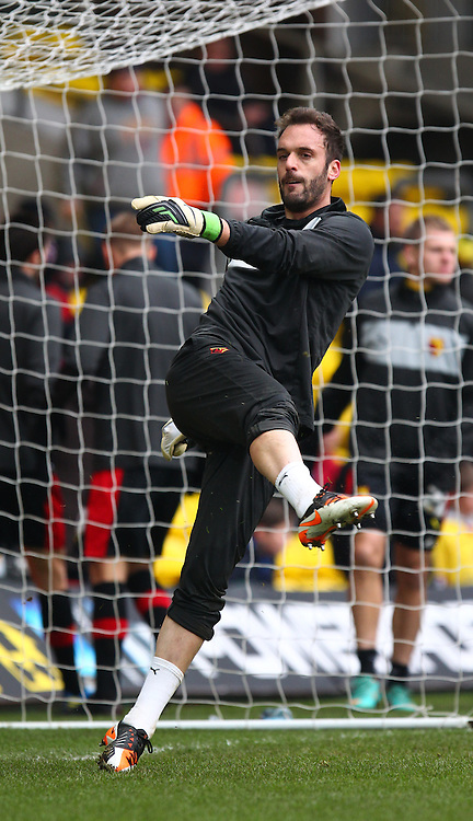 Picture by John  Rainford/Focus Images Ltd +44 7506 538356.23/02/2013.Manuel Almunia of Watford before the npower Championship match at Vicarage Road, Watford.