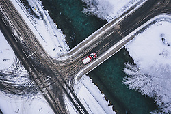 THEMENBILD - ein Auto auf einer Brücke bei winterlichen Fahrbahnverhältnissen, aufgenommen am 29. Januar 2020 in Kaprun, Österreich // a car on a bridge in winter road conditions, Kaprun, Austria on 2020/01/29. EXPA Pictures © 2020, PhotoCredit: EXPA/ JFK