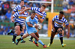 Cape Town-181020 Mannie Libbok  of the Vodacom Blue Bulls challenged by Western Province players  in the Currie Cup Semi-final game at Newlands  .Photographer:Phando Jikelo/African News Agency(ANA)