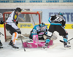 07.02.2016, Keine Sorgen Eisarena, Linz, AUT, EBEL, EHC Liwest Black Wings Linz vs Dornbirner Eishockey Club, Platzierungsrunde,im Bild Tormann Michael Ouzas (EHC Liwest Black Wings Linz) klärt vor James Livingston (Dornbirner Eishockey Club)// during the Erste Bank Icehockey League 51th round match - placement round between EHC Liwest Black Wings Linz and Dornbirner Eishockey Club at the Keine Sorgen Icearena, Linz, Austria on 2016/02/07. EXPA Pictures © 2016, PhotoCredit: EXPA/ Reinhard Eisenbauer