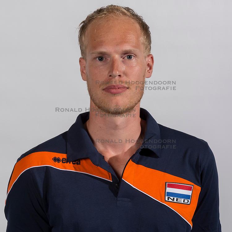 07-06-2016 NED: Jeugd Oranje jongens <1999, Arnhem<br /> Photoshoot met de jongens uit jeugd Oranje die na 1 januari 1999 geboren zijn / Ass. coach Niels Rinenaldus