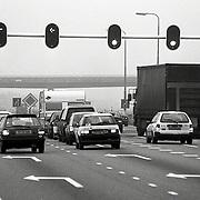 NLD/Huizen/19921223 - Snelweg A27 bij Huizen wordt doorgetrokken naar de A6, stoplichten