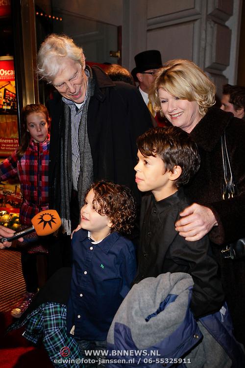 NLD/Amsterdam/20111222 - Wintercircus 2011 Carre, Berend Boudewijn, partner Martine Bijl en kleinkinderen
