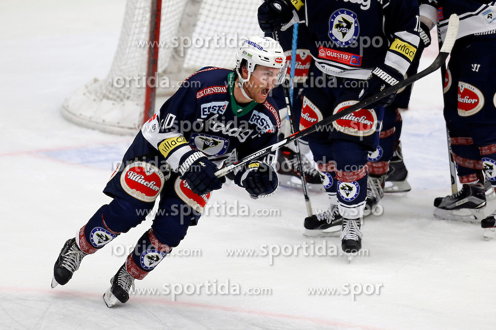 25.09.2015, Stadthalle, Villach, AUT, EBEL, EC VSV vs HC TWK Innsbruck Die Haie, 5. Runde, im Bild der Jubel zum 3:3 von Brock McBride (VSV) // during the Erste Bank Icehockey League 5th round match between EC VSV vs HC TWK Innsbruck Die Haie at the City Hall in Villach, Austria on 2015/09/25, EXPA Pictures © 2015, PhotoCredit: EXPA/ Oskar Hoeher