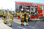 Mannheim. 12.06.17 | Freiwillige Feuerwehr übt <br /> Neckarau. Freiwillige Feuerwehr übt Rettungseinsatz in verwinkelten Gebäuden. Dazu hat das Lager Prime Selfstorage das Gebäude zur Verfügung gestellt. Übung der Freiwilligen Feierwehr <br /> <br /> <br /> BILD- ID 1073 |<br /> Bild: Markus Prosswitz 12JUN17 / masterpress (Bild ist honorarpflichtig - No Model Release!)