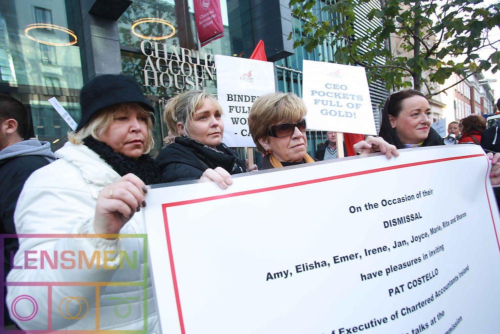 **** NO REPRODUCTION FEE **** 20/11/2012: DUBLIN: UNITE CALLS FOR UNION SUPPORT OVER ACCOUNTANT DISPUTE. Pictured (l-r)protesting outside Chartered Accountants Ireland, Pearse Street was Unite member, Jan Bradley, Emer Quinlan, Marie Charlesworth and  Sharon Walsh. Pictured by Lensmen Photo Agency. UNITE CALLS FOR UNION SUPPORT OVER ACCOUNTANT DISPUTE<br />