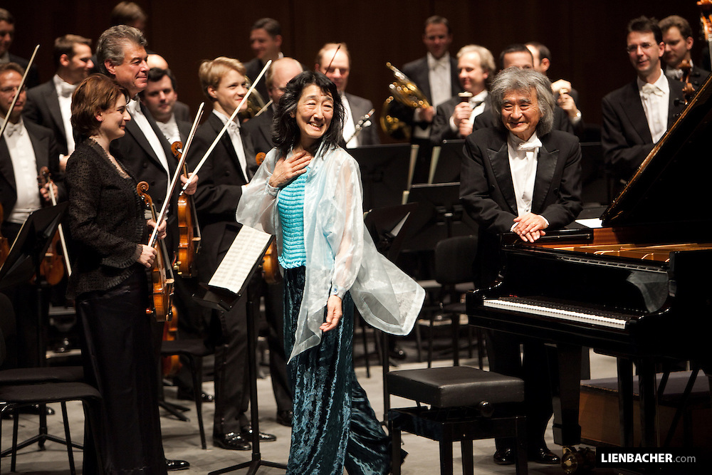 Salzburg, Grand Festival Hall: Mitsuko Uchida and Seiji Ozawa, after a concert while the Mozarweek 2009. Photo: Wolfgang Lienbacher