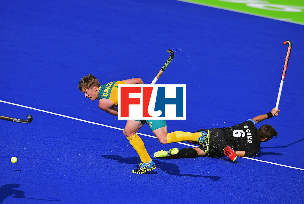 Australia'sMatthew Dawson (L) and New Zealand's Captain Simon Child (R) vie during the men's field hockey Australia vs New Zealand match of the Rio 2016 Olympics Games at the Olympic Hockey Centre in Rio de Janeiro on August, 6 2016. AFP / AFP / CARL DE SOUZA        (Photo credit should read CARL DE SOUZA/AFP/Getty Images)