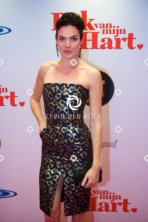 HILVERSUM - In de nieuwe JT Bioscoop is de eerste film 'Pak van mijn Hart' in premiere gegaan. Met hier op de foto  Anna Drijver. FOTO LEVIN DEN BOER - PERSFOTO.NU