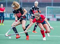AMSTELVEEN  - Klaartje de Bruijn (Laren) met Zoe Admiraal (Adam)  tijdens de hoofdklasse competitiewedstrijd hockey dames , Amsterdam-Laren (3-0)  , COPYRIGHT KOEN SUYK
