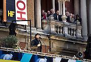 Nederland Amsterdam 21 juni 2013<br /> Holland Festival. Stadsschouwburg. Het balkon van de stadsschouwburg aan het Leidseplein vooraf aan Bertolt Brechts Hitler- parabel in de originele enscenering van Heiner Müller. Der aufhaltsame Aufstieg des Arturo Ui.<br /> Foto: Jan Boeve