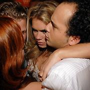 NLD/Amsterdam/20070305 - Premiere serie Voetbalvrouwen, cast, Nicolette van Dam met haar collega's Jon Karthaus, Ewout Genemans en Juliette van Ardenne