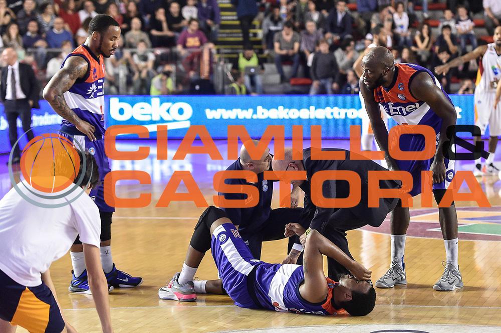 DESCRIZIONE : Campionato 2014/15 Virtus Acea Roma - Enel Brindisi<br /> GIOCATORE : Elston Turner<br /> CATEGORIA : A Terra Infortunio<br /> SQUADRA : Enel Brindisi<br /> EVENTO : LegaBasket Serie A Beko 2014/2015<br /> GARA : Virtus Acea Roma - Enel Brindisi<br /> DATA : 19/04/2015<br /> SPORT : Pallacanestro <br /> AUTORE : Agenzia Ciamillo-Castoria/GiulioCiamillo