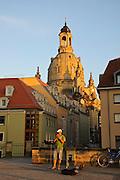 Brühlsche Terrasse, Münzgasse mit Frauenkirche, Dresden, Sachsen, Deutschland.|.Dresden, Germany, Muenzgasse, church of Our Lady