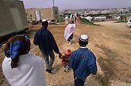 """arrival of new immigrants from Ethiopia, """"Falashmuras"""": Christians converted to Judaism  givaat amatos, Jerusalem  Israel     /// arrivee de nouveau amigrants  """"Falashmuras"""" d'Etiopie   givaat amatos, Jerusalem  Israel Chretiens  du Gundar en cours de conversion au judaisme descendant de la tribu de Dan  /// R00287/    L004319  /  P0007174"""