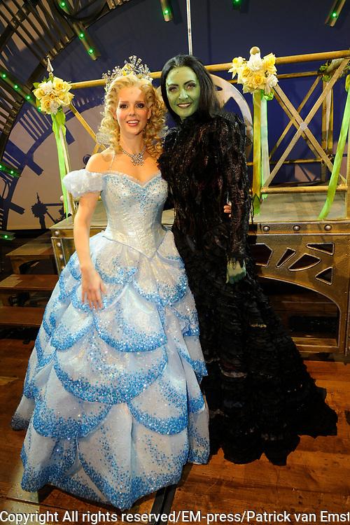 Premiere musical Wicked in het Circus Theater, Scheveningen.<br /> <br /> Op de foto:   Chantal Janzen en Willemijn Verkaik