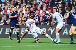 Chris Vui of Worcester Warriors tackles Taulupe Faletau of Bath Rugby - Mandatory by-line: Dougie Allward/JMP - 15/04/2017 - RUGBY - Sixways Stadium - Worcester, England - Worcester Warriors v Bath Rugby - Aviva Premiership