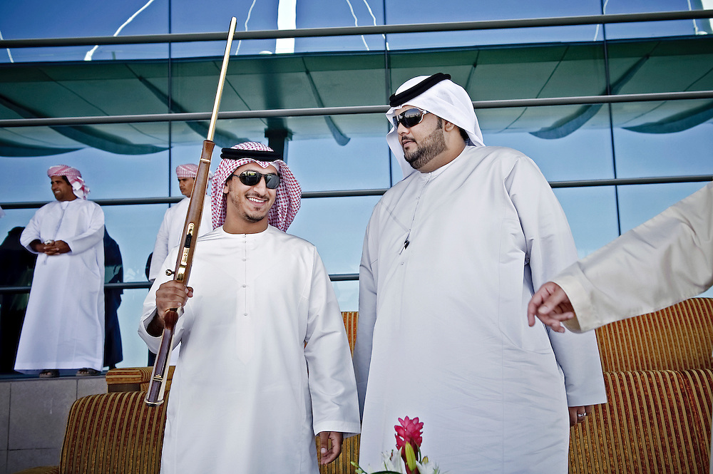 Dubai, United Arabs Emirates, 24 November 2008 <br /> Sheiks manipulate a rifle that will we the award of the winner of a robot-controlled camel raceI.<br /> Photo: Ezequiel Scagnetti